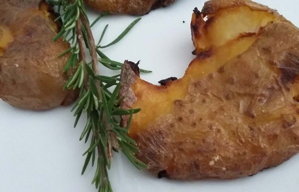 Patate intere al forno con buccia