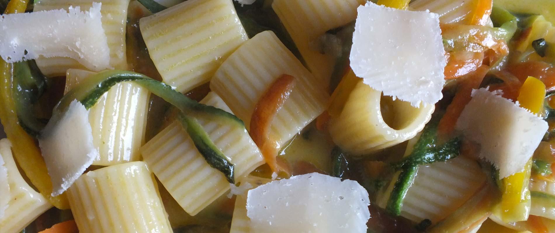 mezze maniche uovo e verdura