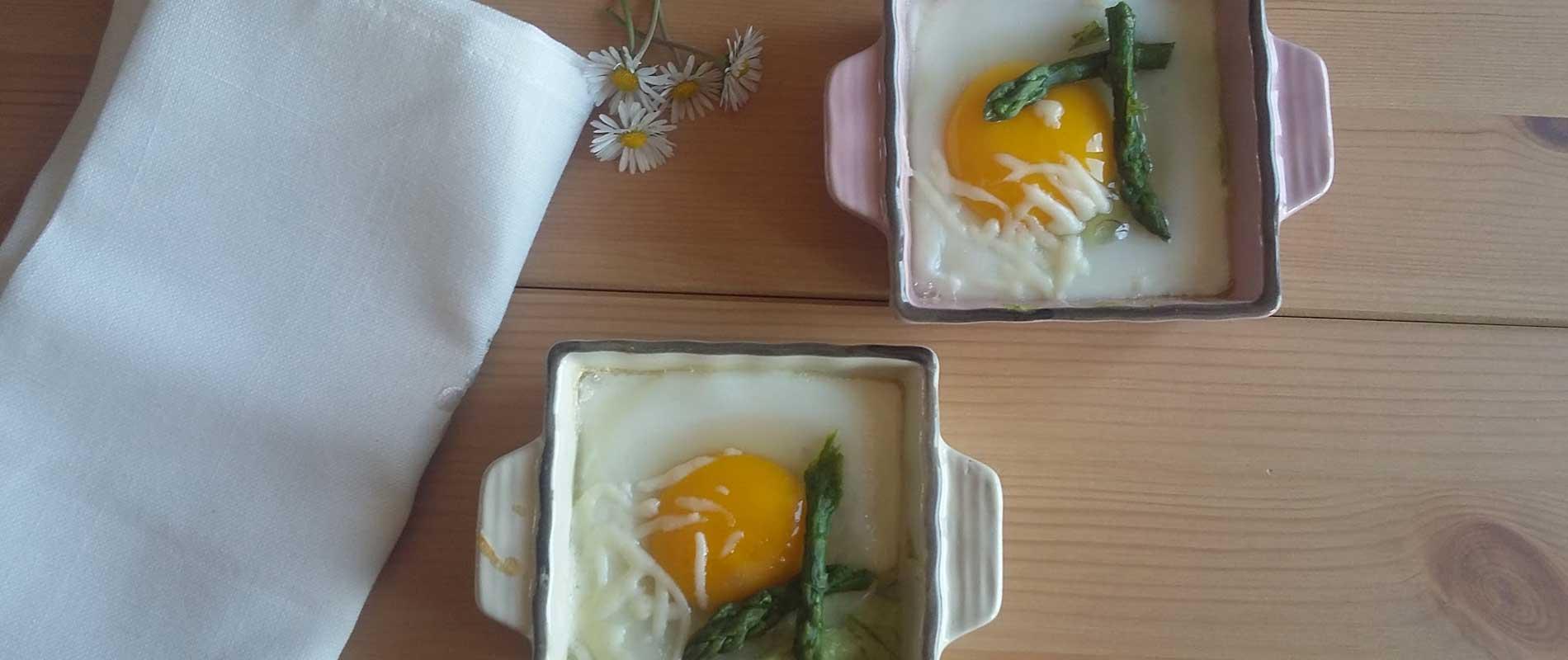 Uova e asparagi in cocotte